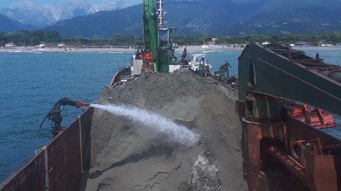 Massa Carrara's beach (IT) nourished by dredging Viareggio's front-harbor